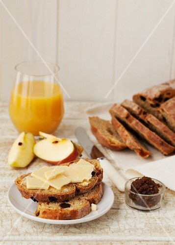 Raisin bread with cheese, apples, fig paste and fruit juice