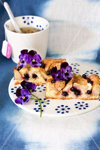 Apple and blueberry cake