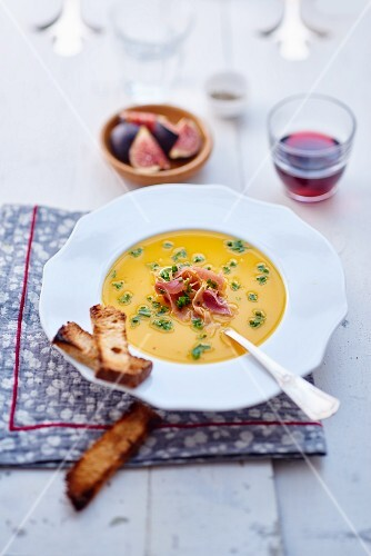 Pumpkin soup with raw ham