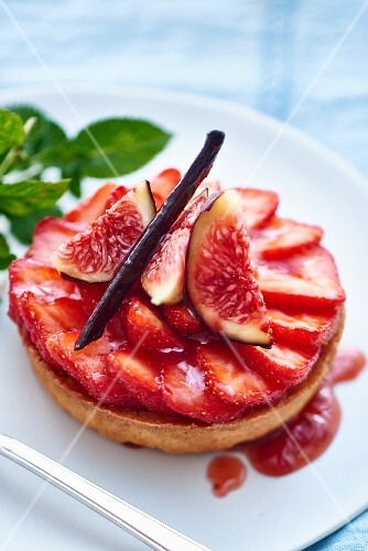 A strawberry and fig tartlet