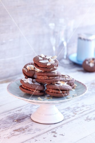 Nougat sandwich biscuits