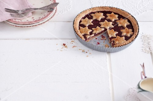 Christmas tart with raspberry jam