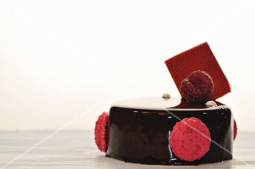 Chocolate cake with raspberry macaroons and raspberries