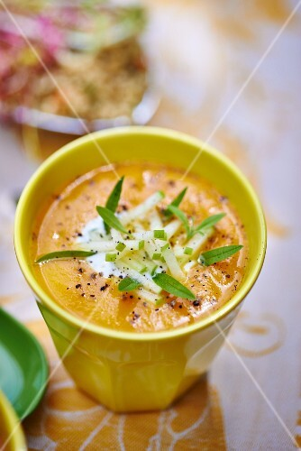 Carrot soup with apple
