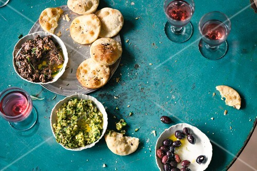 Olive crackers with fennel paste, olive paste, olives and wine