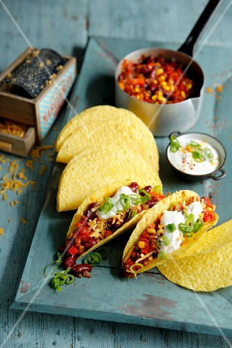 Tacos filled with chilli sin carne (Mexico)