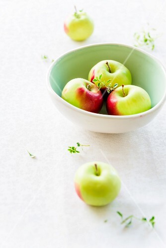 A bowl of Christmas apples