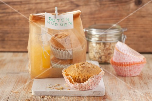 Breakfast muffins with muesli