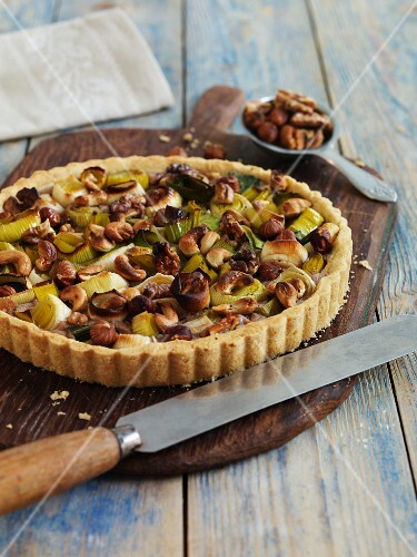 Vegan leek quiche with nuts