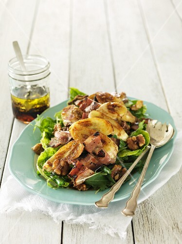 Bacon and banana salad with maple syrup and a walnut dressing