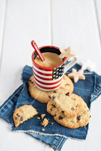 Chocolate chip cookies with an espresso