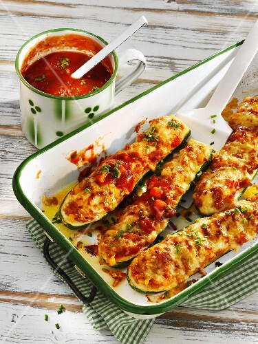 Gratinated courgette boats filled with freekeh and peppers