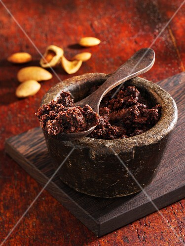 Chocolate spread with carob, coffee and almonds