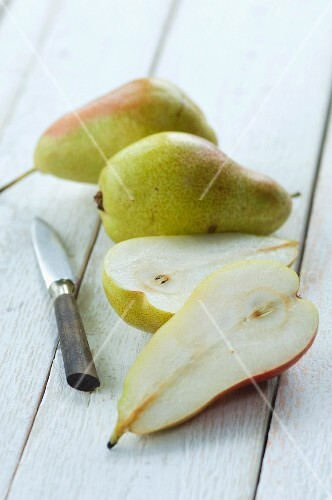 Pears, whole and halved