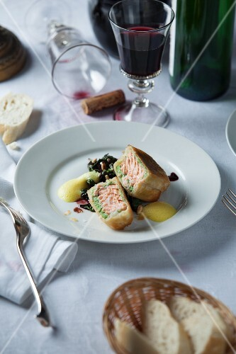 Salmon fillet in strudel pastry with red wine spinach