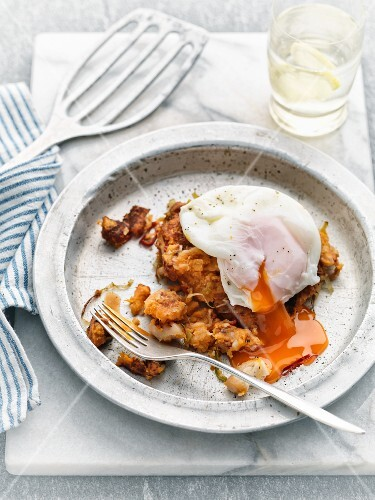 A poached egg on pumpkin cakes