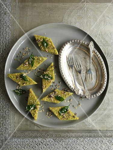Quick steamed pea cakes (India)
