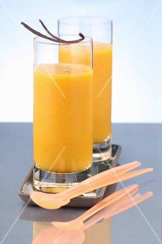 Orange drinks with vanilla pods