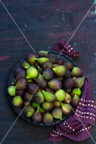 A plate of fresh figs