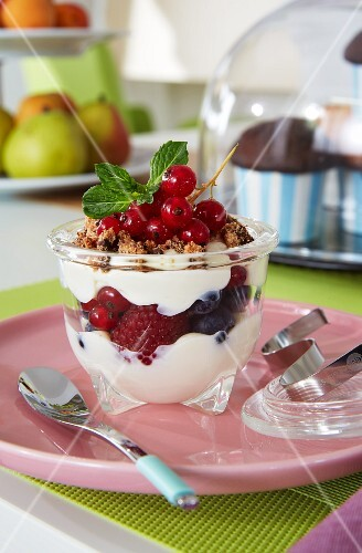 Mascarpone cream with fresh berries and cookies