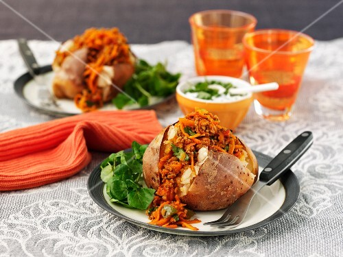 Baked potatoes with chilli con carne, cheese and sour cream