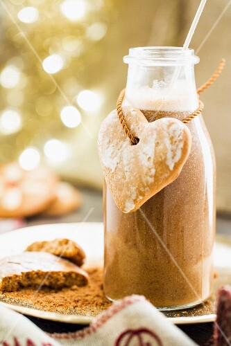 A gingerbread smoothie in a glass bottle (Christmas)