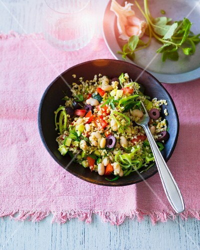 Tabbouleh with black olives, tomatoes, leek, courgettes and white beans