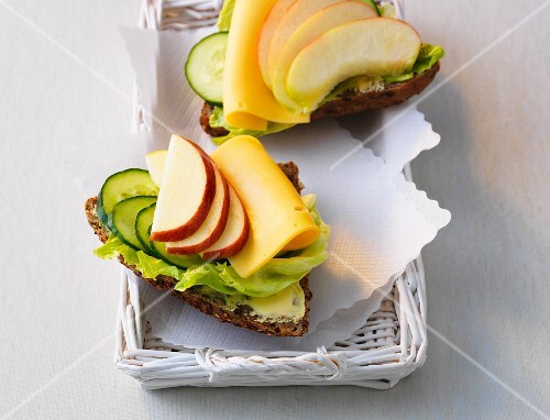 Wholemeal bread topped with cheese, apple and cucumer