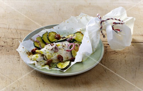 Mediterranean zander with courgette in parchment paper
