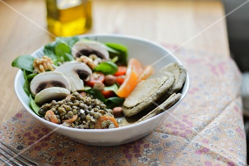 A winter salad with lentils and mushrooms