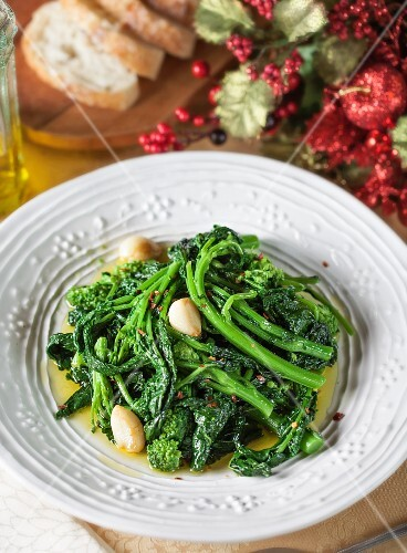 Sautéed rapini with garlic, olive oil and red peppers (Christmas)