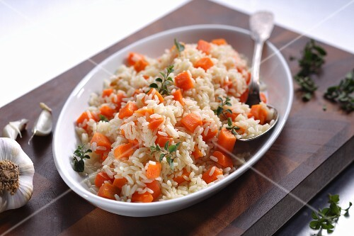 Rice with carrots and garlic