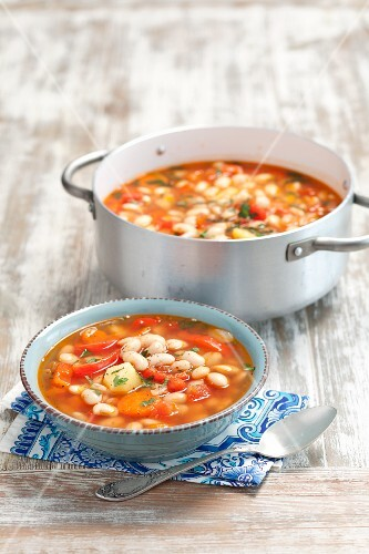 White bean soup with vegetables and tomatoes