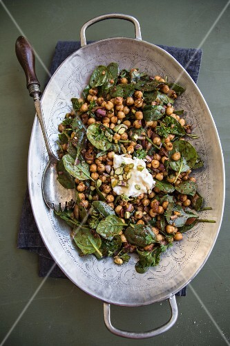 Chickpea salad with pistachios (seen from above)
