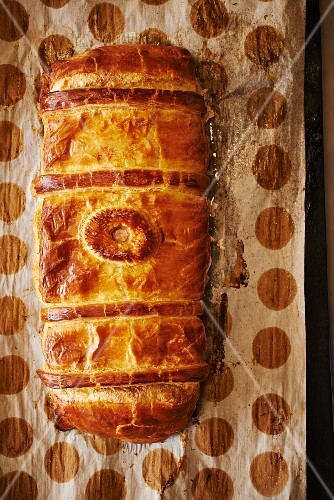 Pâté en croute (meat pie with puff pastry, France)