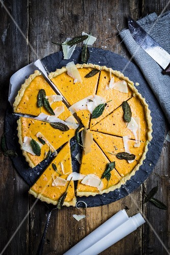 Pumpkin quiche with sage and Parmesan cheese (seen from above)