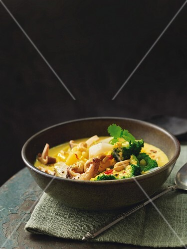 Potato korma with Jerusalem artichokes, broccoli and cashew nuts
