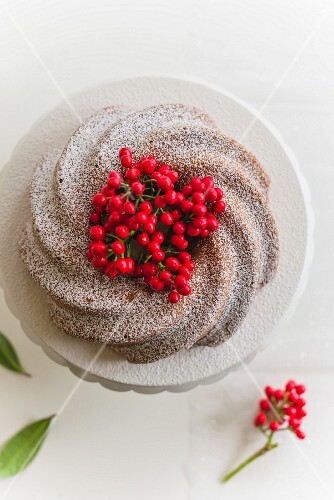 Olive oil and aniseed Bundt cake with berries