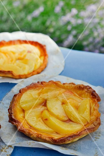 White peach tarts