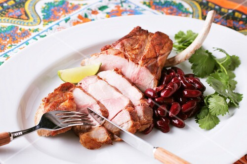 Grilled pork with kidney beans and coriander (Mexico)