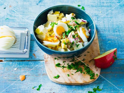 A fruity egg salad with apples and gherkins