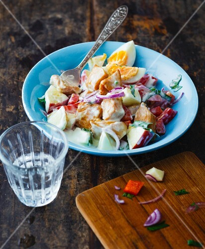 Colourful chicken salad with apple, peppers and onions