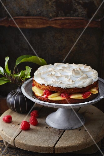Apple cake with raspberries and a meringue topping