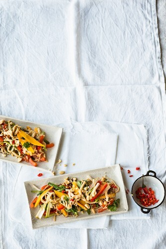 Rice noodle salad with colourful peppers, mango and tamari