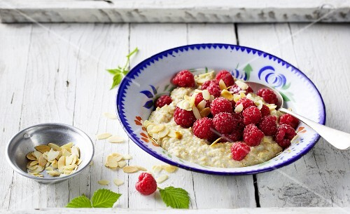 Raspberries with warm porridge