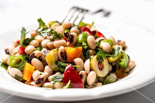Börülce Salatasi (Turkish black-eyed bean salad)