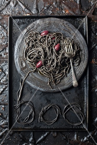 Squid spaghetti with anchovies and olives