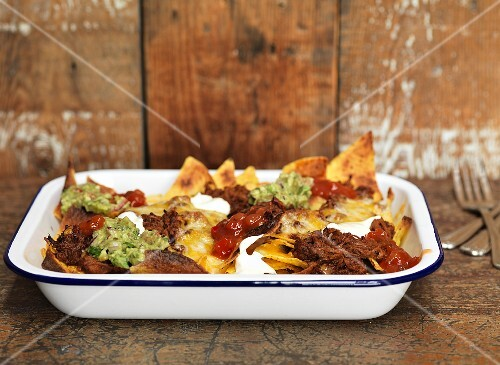 Nachos with pulled pork and guacamole (USA)