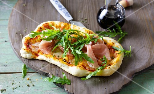 Rocket and mozzarella pizza with Parma ham