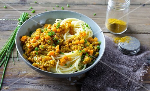 Spaghetti with carrots and curried lentils